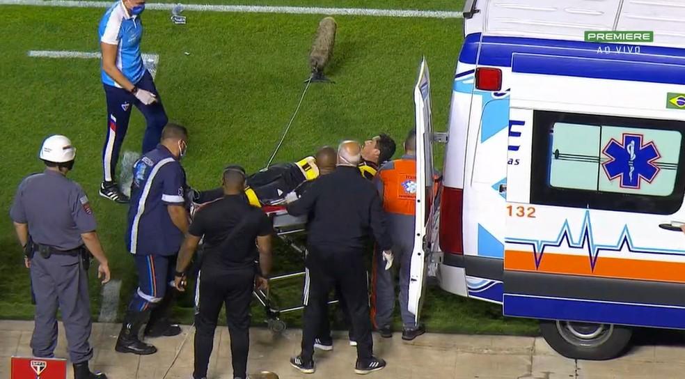 Marcelo Silva, massagista do São Paulo, passou mal no banco de reservas durante o jogo do Tricolor paulista contra o Fortaleza, pela Série A