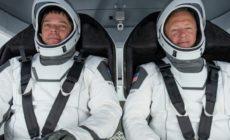 Astronautas retornam à Terra após completarem missão tripulada