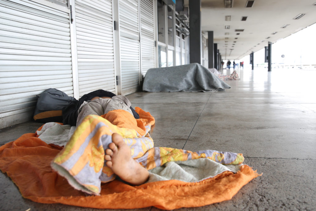 Imagem de Morador de rua dormindo