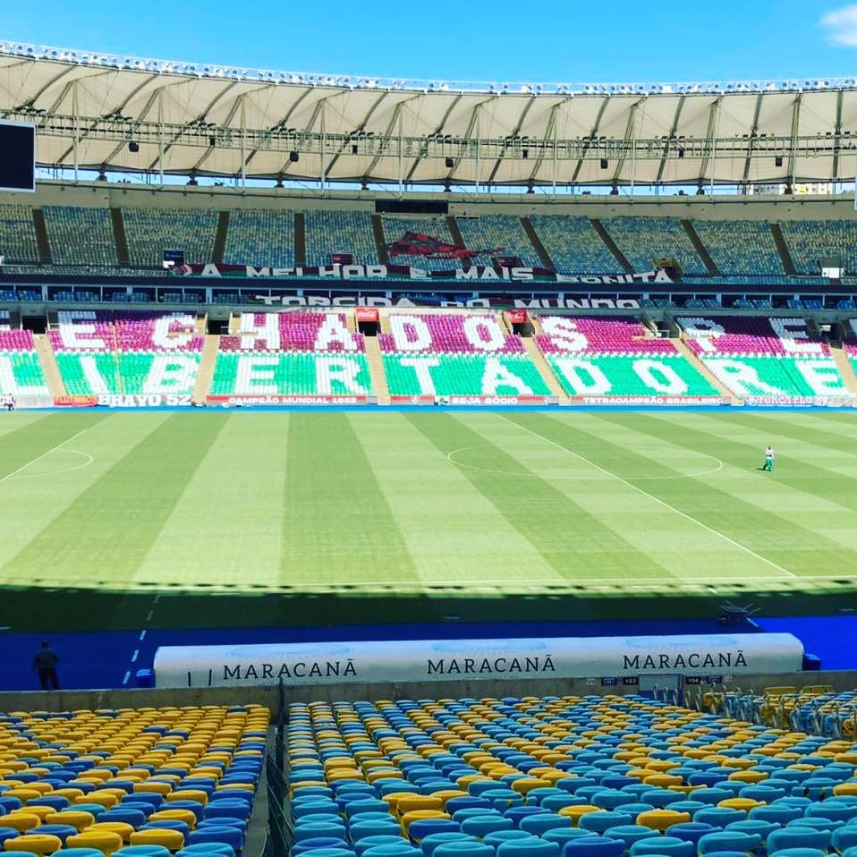Mosaico na ala leste com a frase fechados com a Libertadores