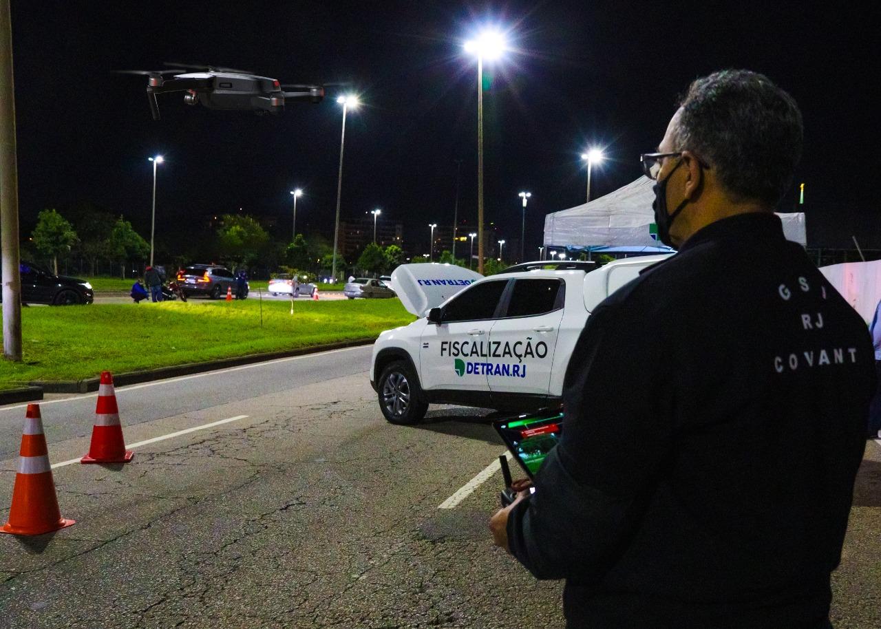 Operação Detran com Drones para coibir pegas na Barra da Tijuca