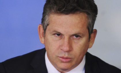 Após se curar da Covid-19, governador de Mato Grosso é internado com pneumonia