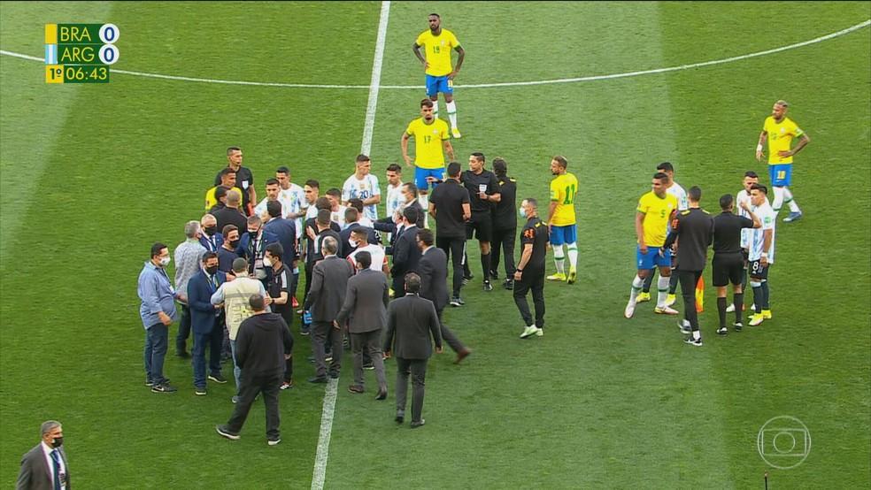 Jogo entre Brasil e Argentina pelas Eliminatórias da Copa do Mundo é interrompido por agentes da Anvisa e da Polícia Federal