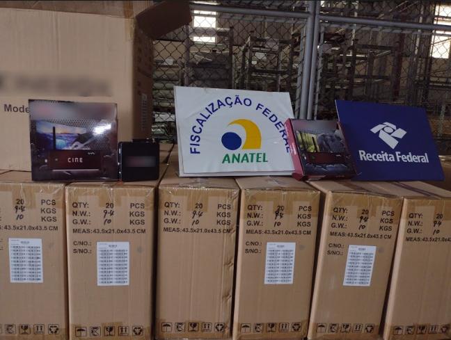 Imagem de caixas com os aparelhos apreendidos no Porto de Santos