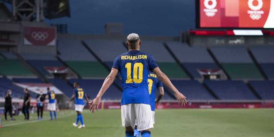 Atacante Richarlyson comemora gol pela seleção brasileira
