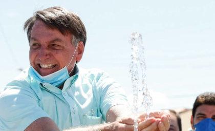 Bolsonaro afirma que auxílio 'vai arrebentar com a economia'