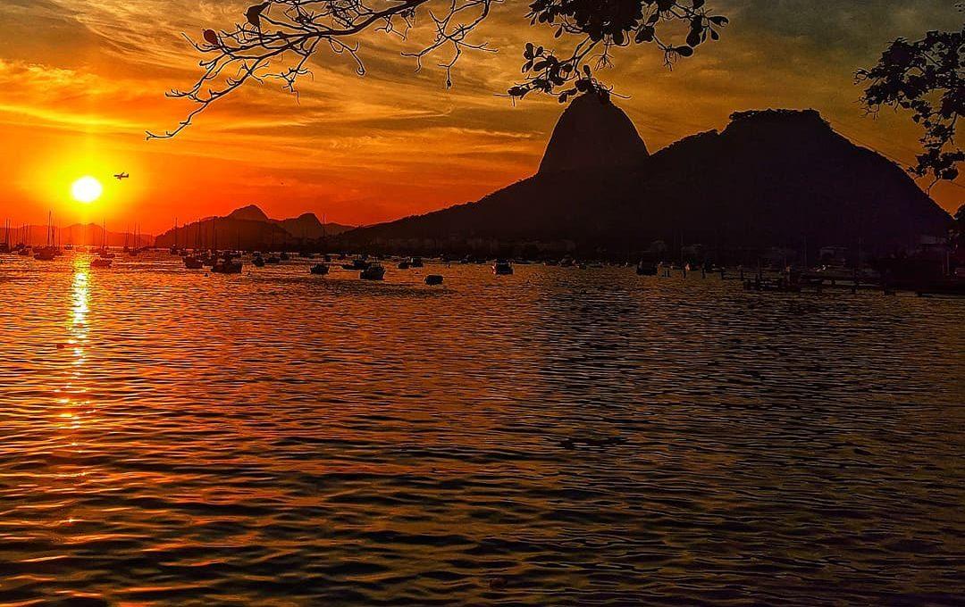 Na imagem, nascer do sol em uma praia da Zona Sul do Rio