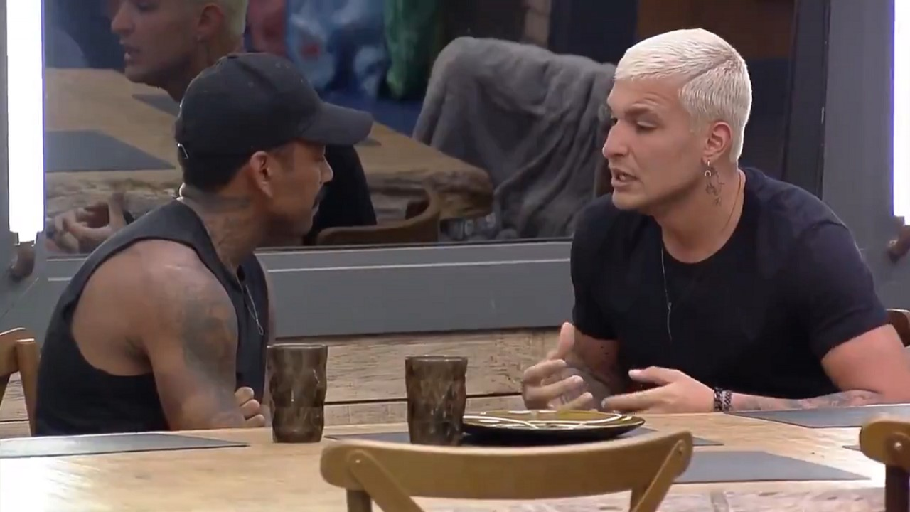 """MC Gui durante conversa com Nego do Borel em """"A Fazenda 13"""""""