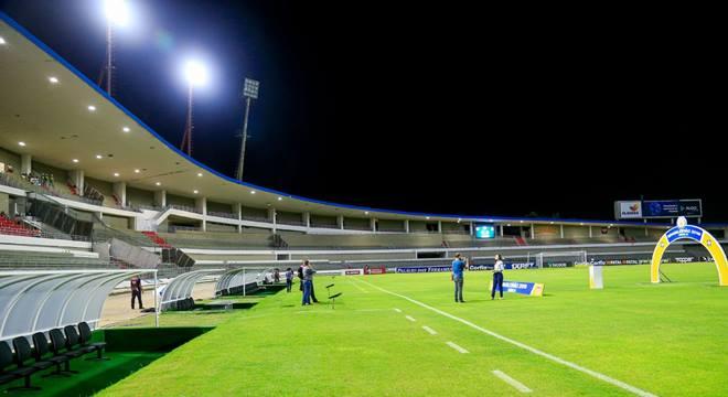 Botafogo e CSA se enfrentam no Estádio Rei Pelé