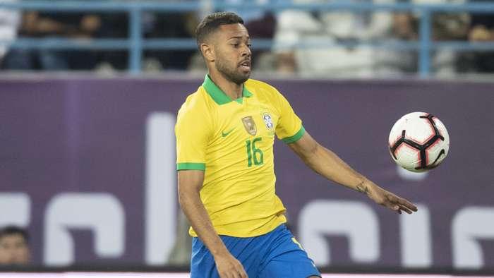 Renan Lodi em ação pela Seleção Brasileira