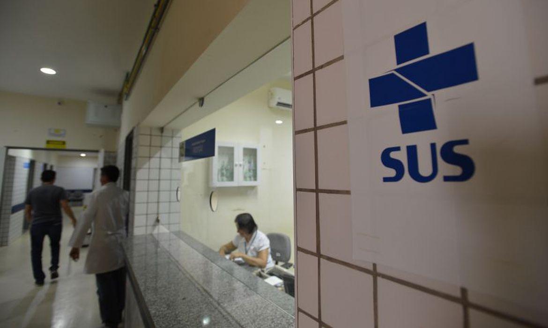 Imagens do corredor de um hospital do SUS