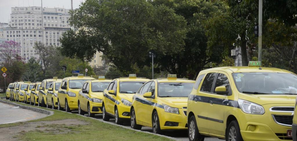 Imagens de Táxis enfileirados