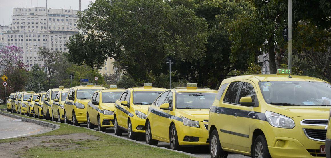 Taxis enfileirados