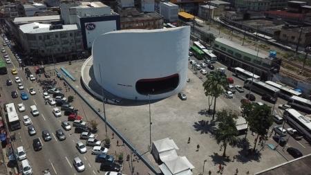 Imagem aérea da cidade de Duque de Caxias com destaque para o Teatro Raul Cortez