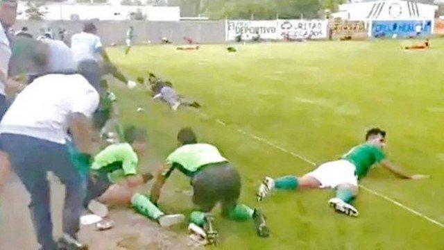 Tiroteio em campo de futebol no Méxco