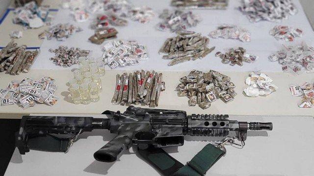 Na imagem, materiais apreendidos durante tiroteio no Salgueiro