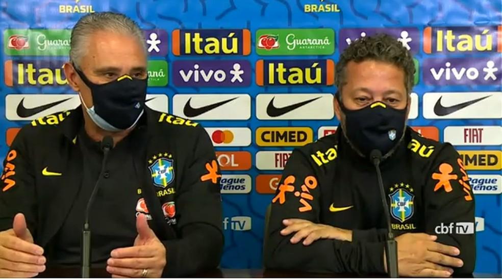 Tite durante entrevista coletiva antes do jogo contra o Paraguai