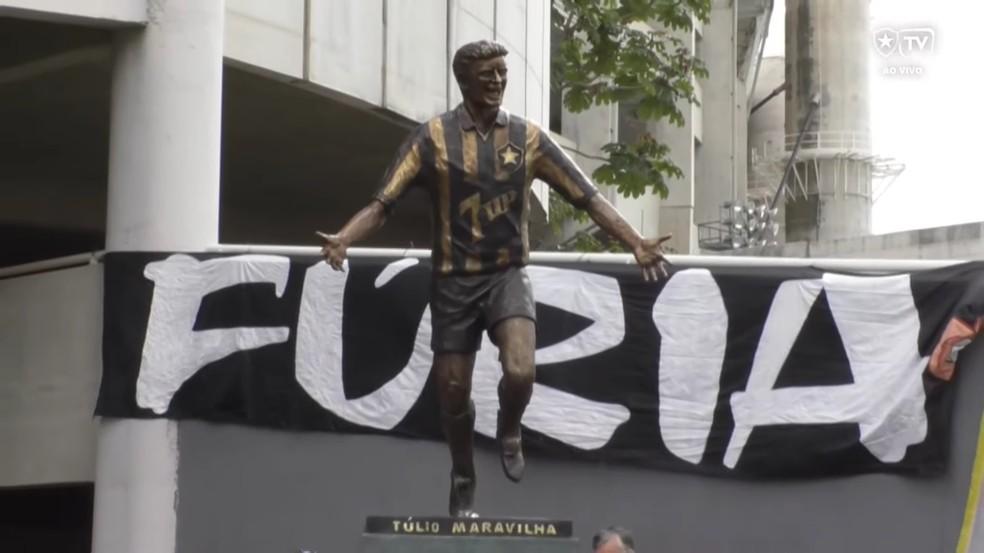 Inauguração de estátua de Tulio Maravilha no Nilton Santos