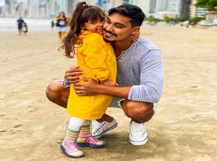 """Valentina com o papai Rodrigo: """"Ele é meu lindão"""""""