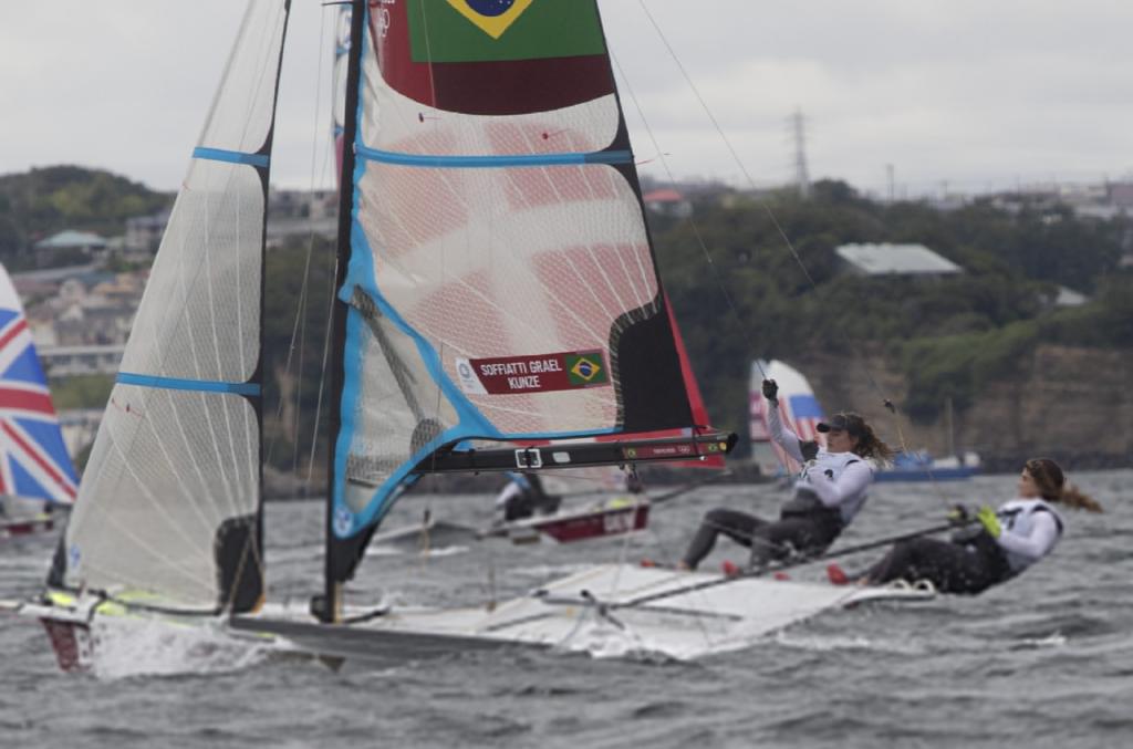 Brasileiras assumem liderança antes da corrida final