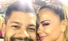 Viviane Araujo troca muitos beijos com namorado em desfile