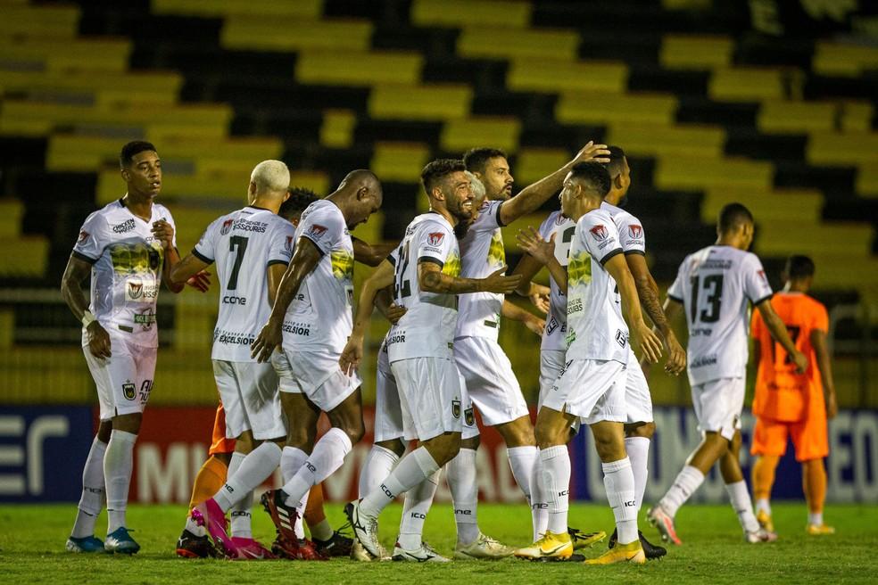 Time do Volta Redonda comemora gol no Campeonato Carioca
