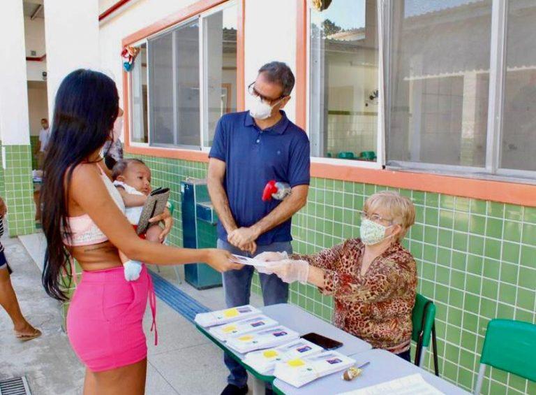 Responsável recebe cartões de alimentação