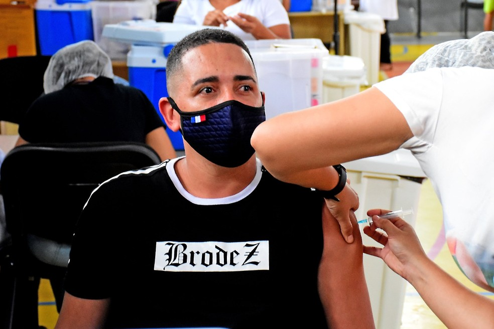 São Luís já vacina contra a Covid pessoas de 18 anos sem comorbidades
