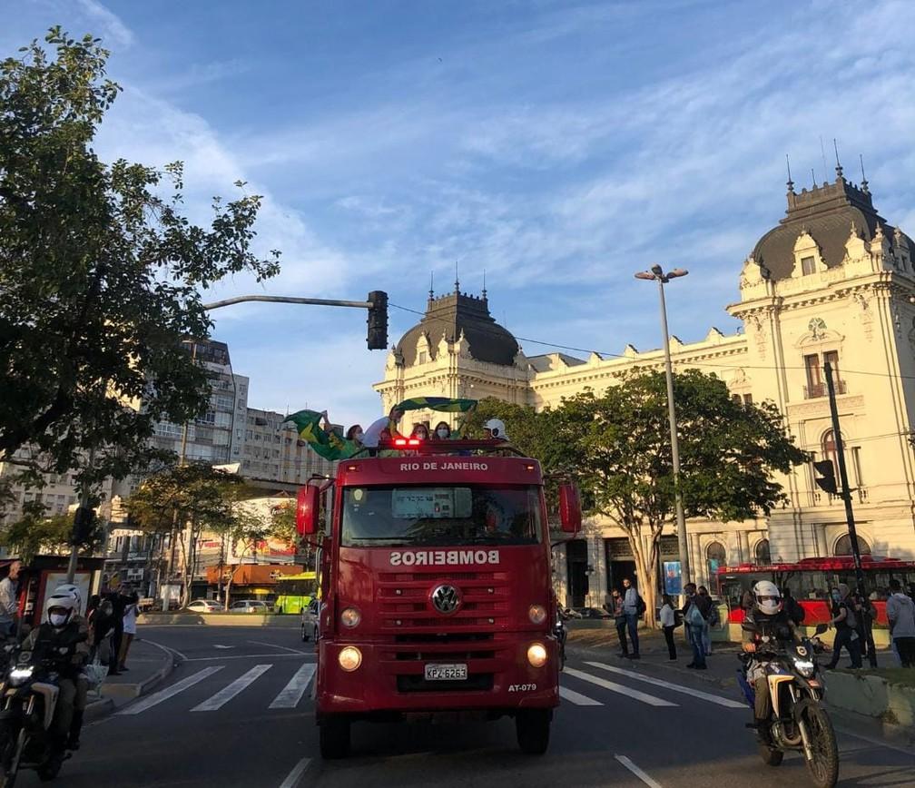 Martine Grael e Kahena Kunze desfilam em Niterói