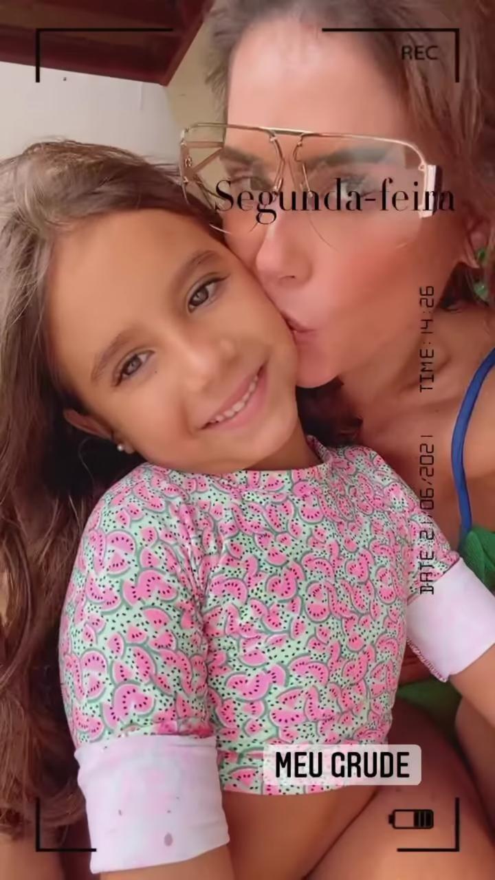 Maria Flor e Deborah Secco