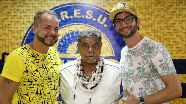 Laíla (no centro) ao lado de Fran-Sério (à esquerda) e Jardel Lemos (à direita)